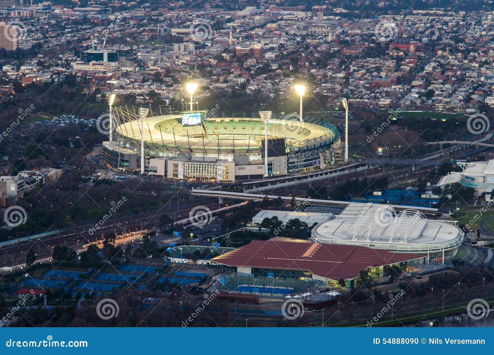La tierra y Melbourne del grillo de Melbourne parquean el estadio del tenis