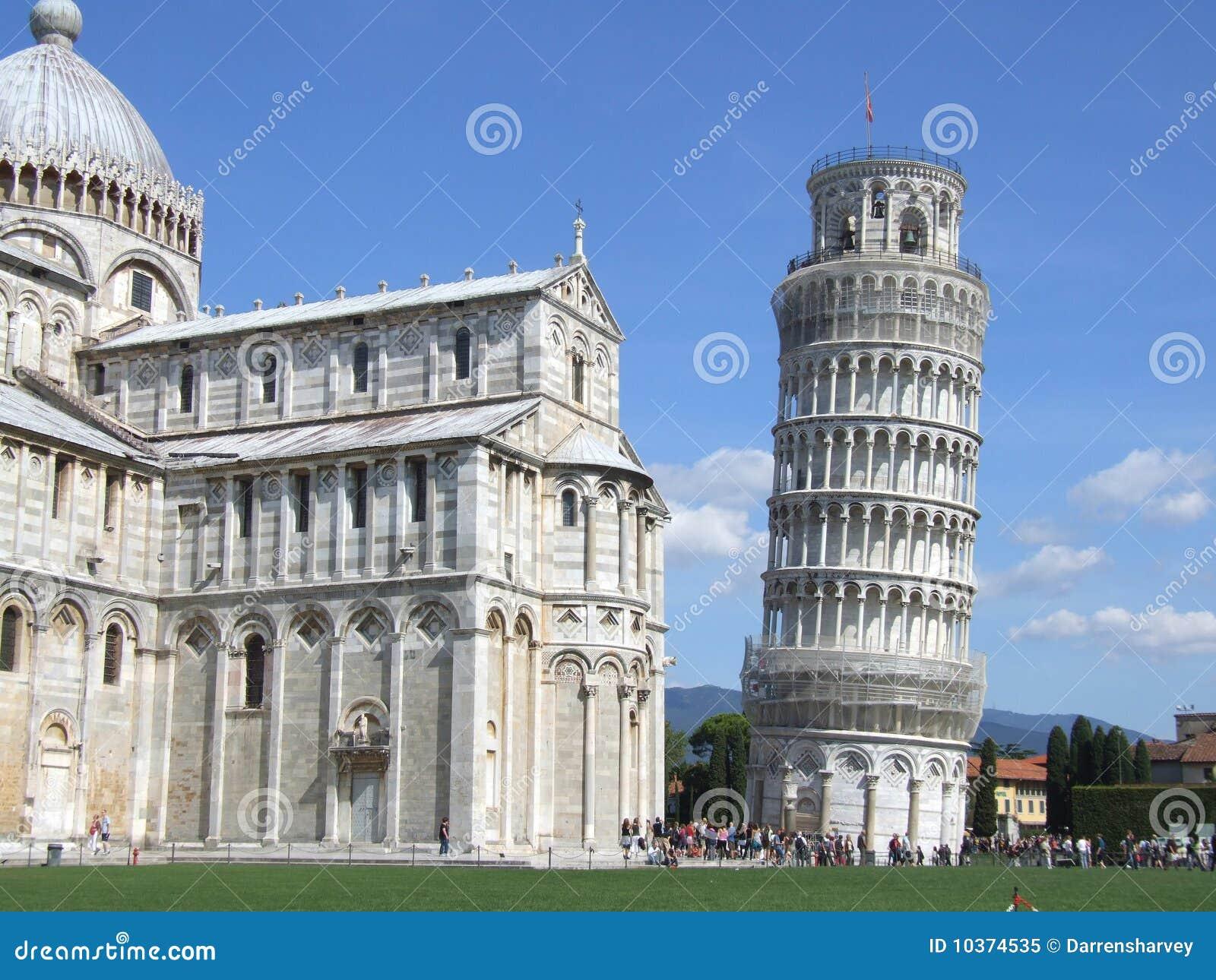 foto de La Torre Inclinada De Pisa Y Del Duomo Imagen de archivo Imagen de leaning catedral: 10374535