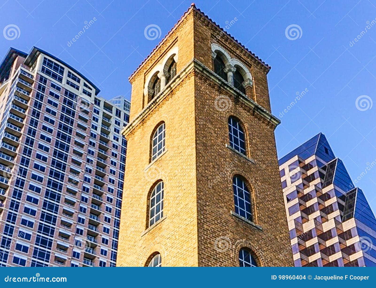 La tour de Buford sur Cesar Chavez Street et Madame Bird Lake dans Austin Texas du centre
