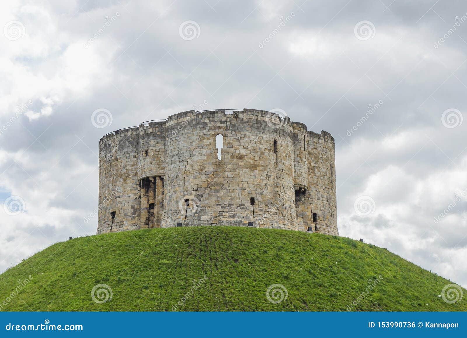 La tour de Clifford est l un des sites les plus appréciés de York