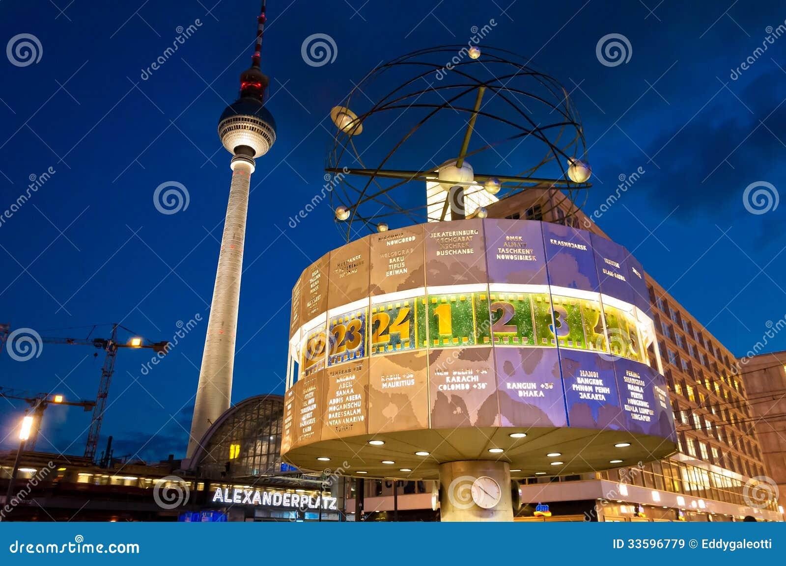 La Tour Et Le Monde De Tv Synchronisent La Vue De Nuit A Berlin