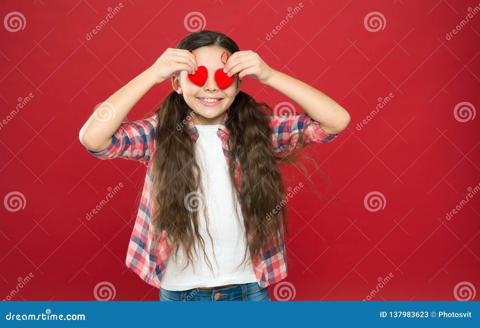 La tradition célèbrent le jour de valentines Amour sincère Soyez mon Valentine Amour de famille Enfant mignon de fille avec des c