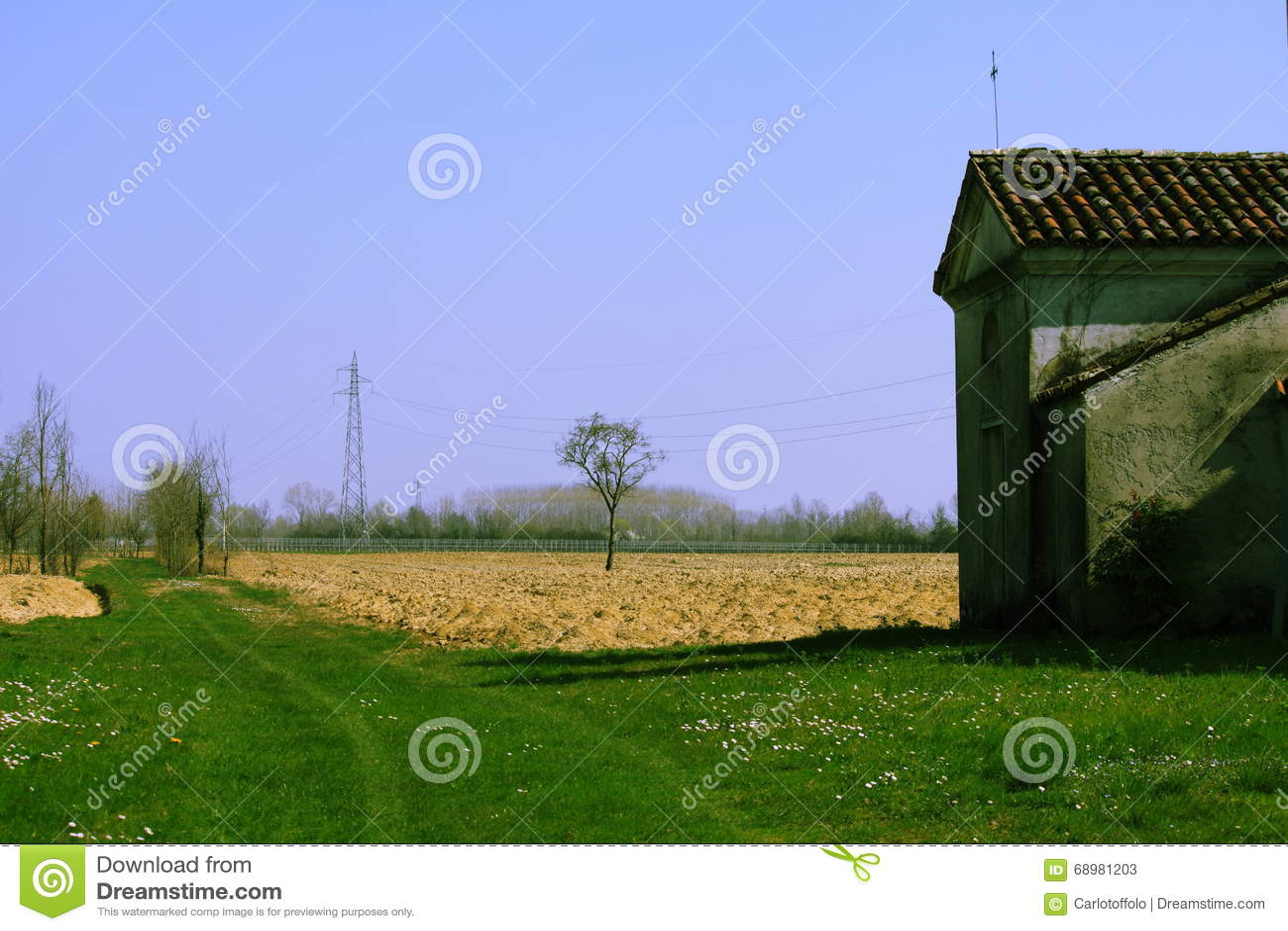 La trayectoria que camina en los campos