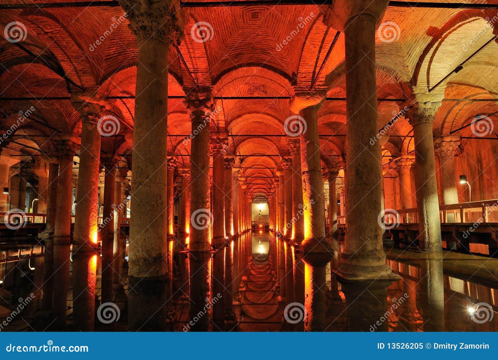 La Turquie. Istanbul. Réservoir souterrain de basilique