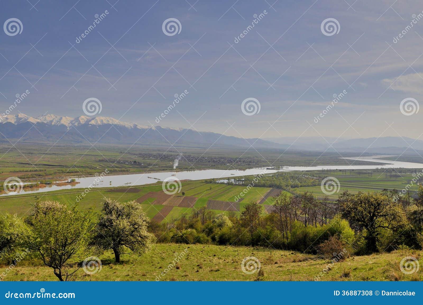Download La Valle Vista Del Fiume Di Olt Di Bella Fotografia Stock - Immagine di benissimo, pianura: 36887308