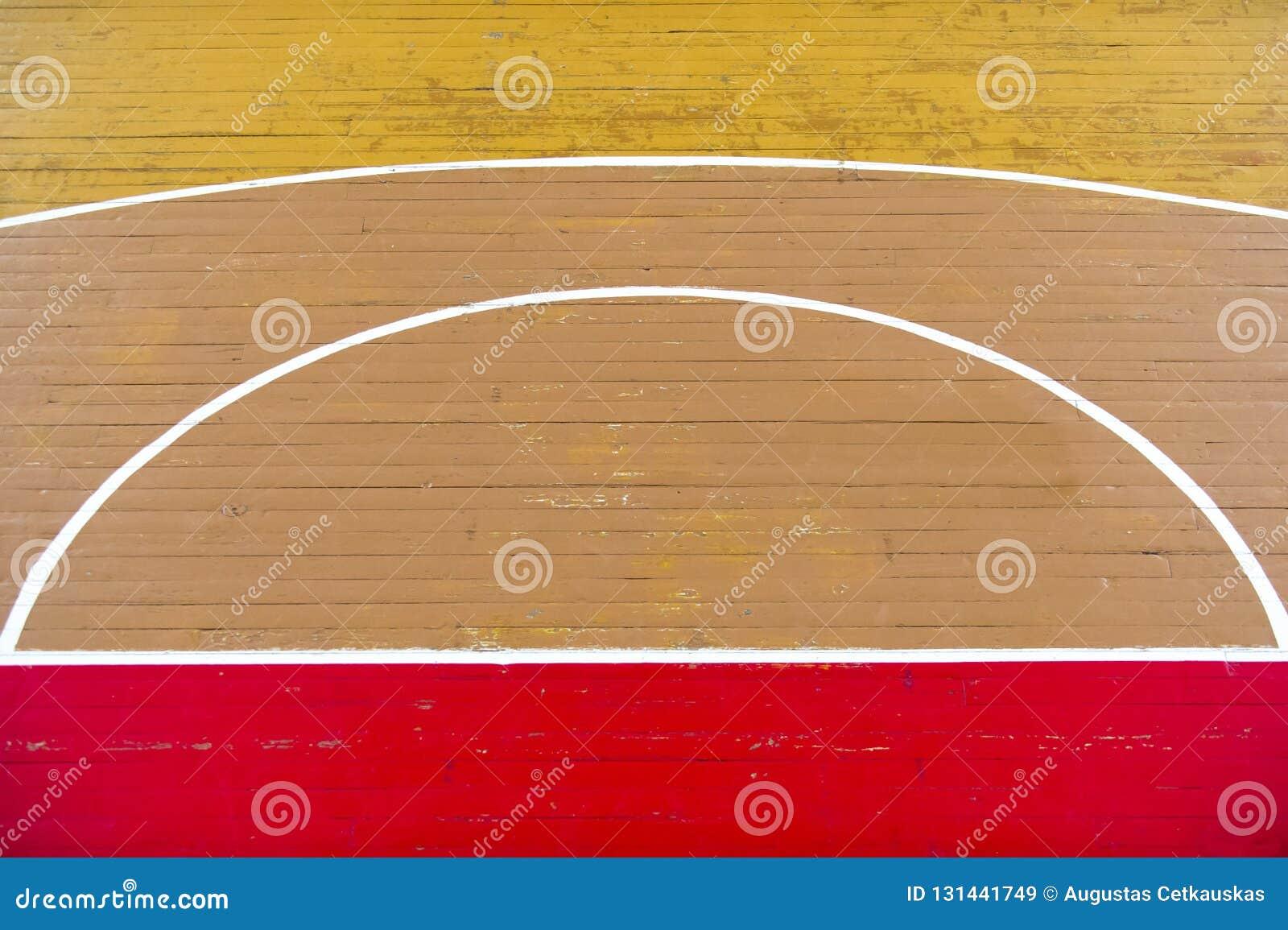 La vecchia pallavolo di legno del pavimento, la pallacanestro, campo da badminton con il pavimento di legno di effetto della luce