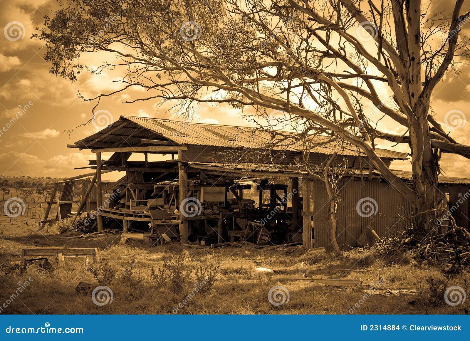 La vecchia tettoia dell azienda agricola