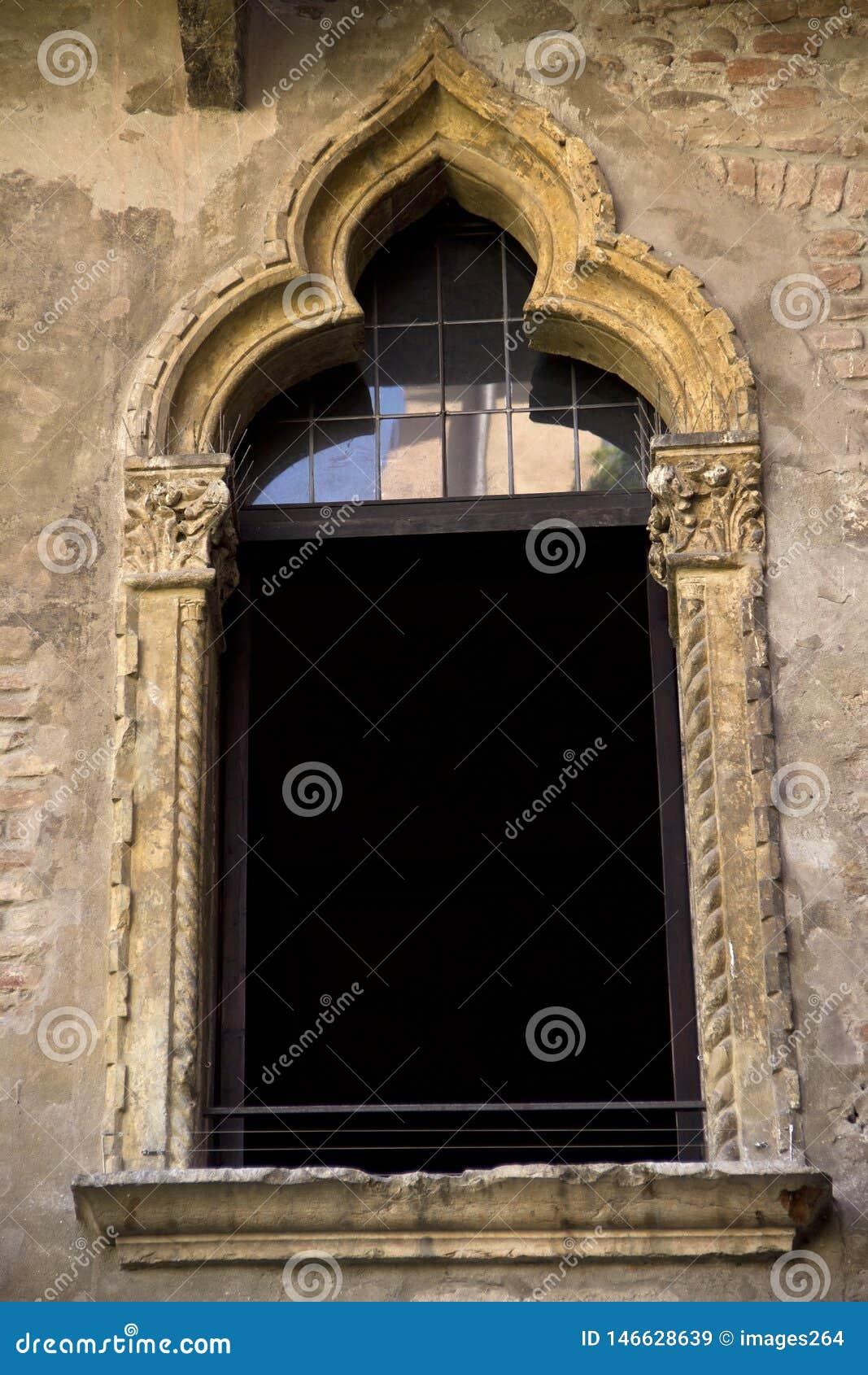 La ventana en la casa de Juliet en Verona