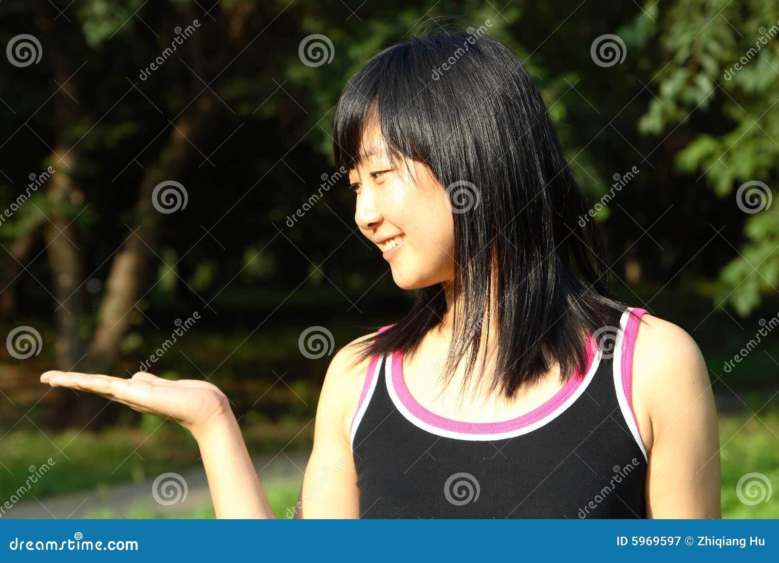 La verticale chinoise de jeunes femmes