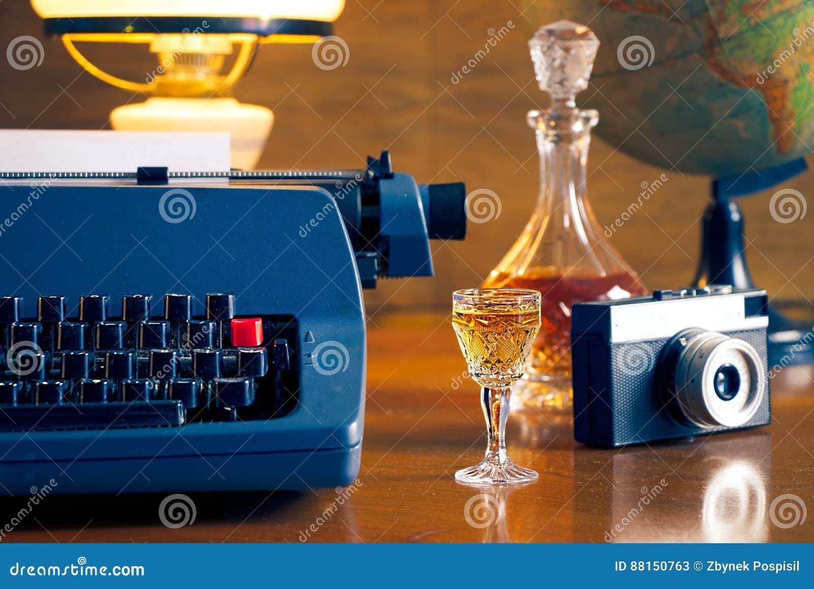 La vie toujours avec la rétro machine à écrire