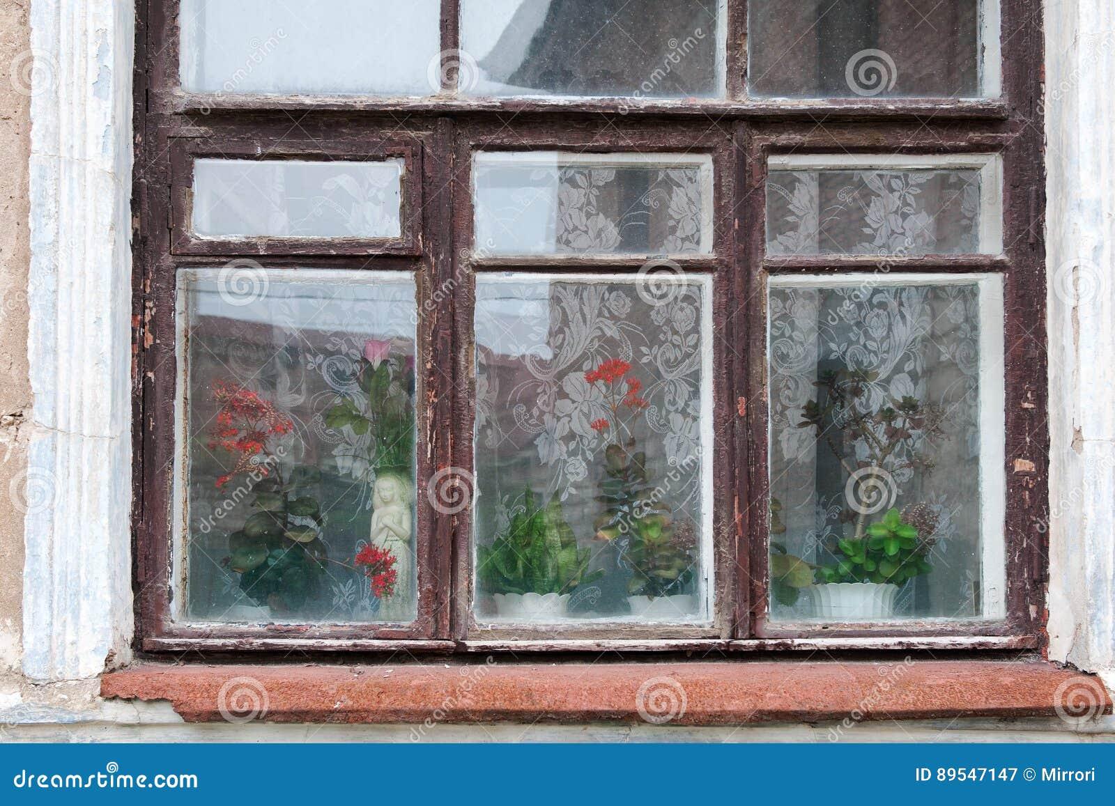 Souvent Vieille Fenêtre En Bois Avec Les Rideaux Blancs Photo stock  SF04