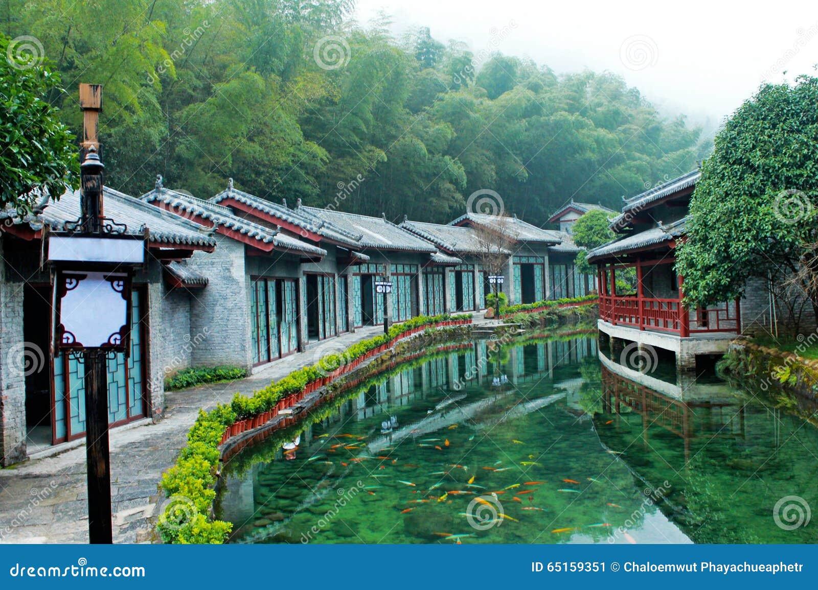 La vieille maison chinoise image stock image du bois for A la vieille maison fradet