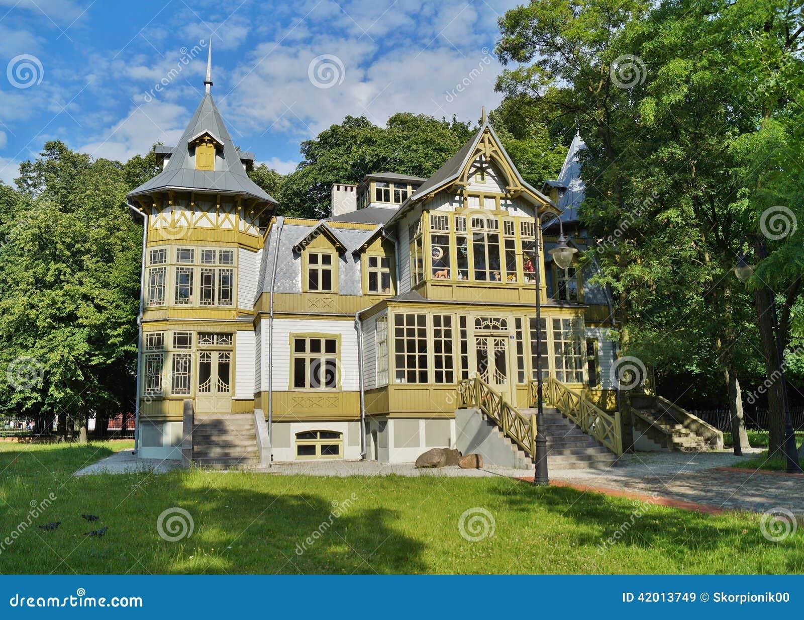 La Vieille Maison En Bois Verte Skansen Dedans à Lodz  ~ Maison Bois Pologne