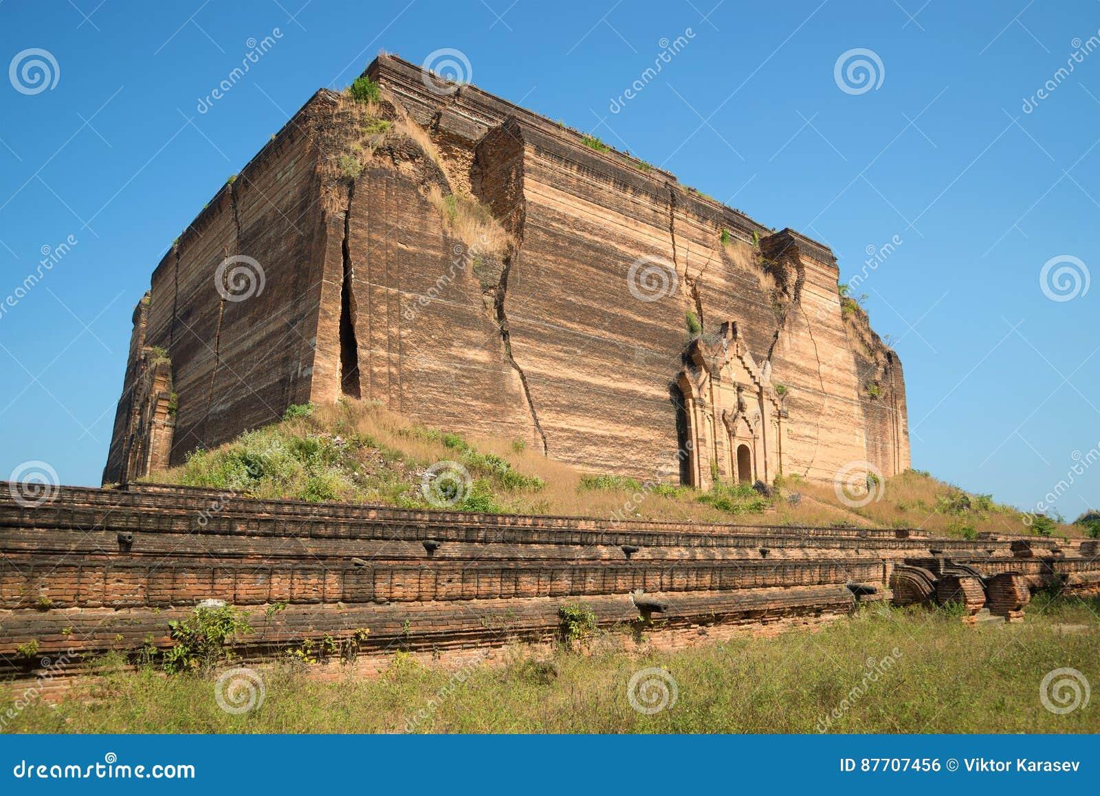 La vieille pagoda géante Pahtodawgyi de plate-forme s est brisée par le tremblement de terre Mingun, Myanmar