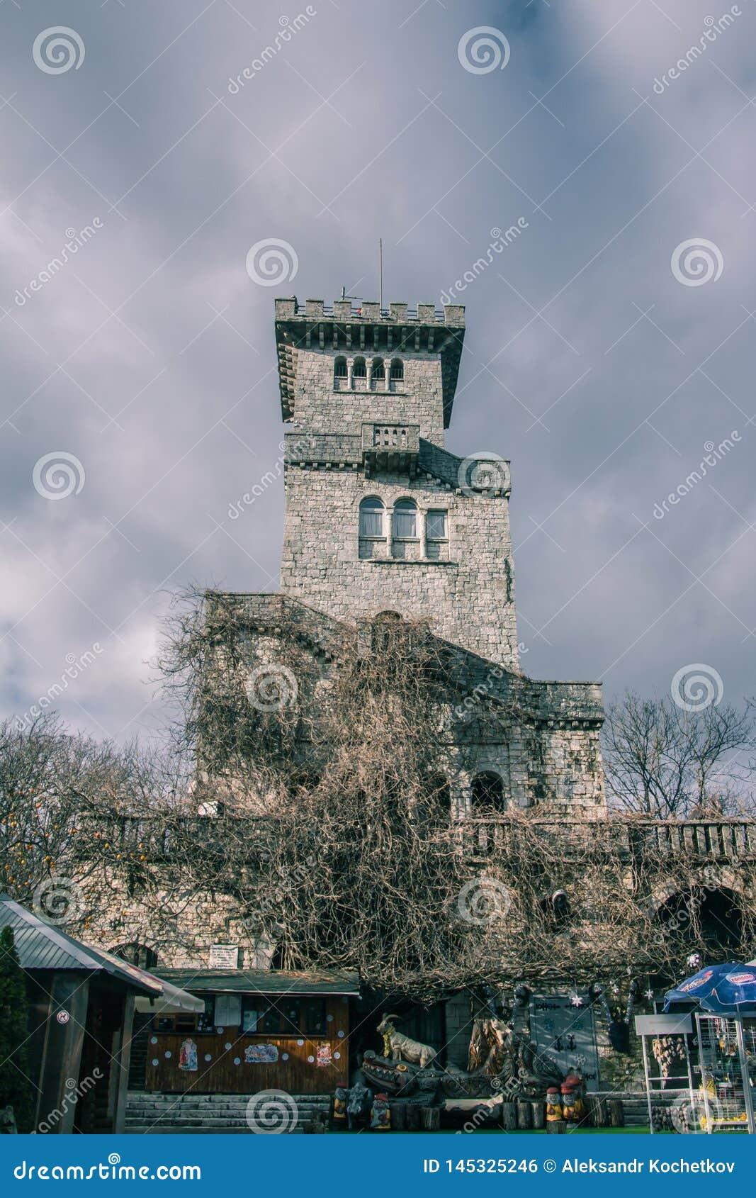 La vieille tour de surveillance sur le b?ti Akhun