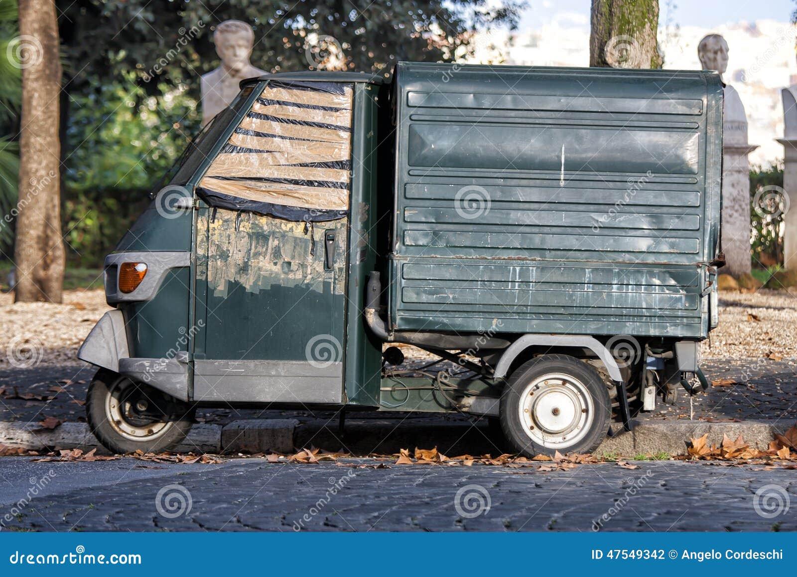 la vieille voiture italienne a gar en parc historique rome italie photo stock image 47549342. Black Bedroom Furniture Sets. Home Design Ideas