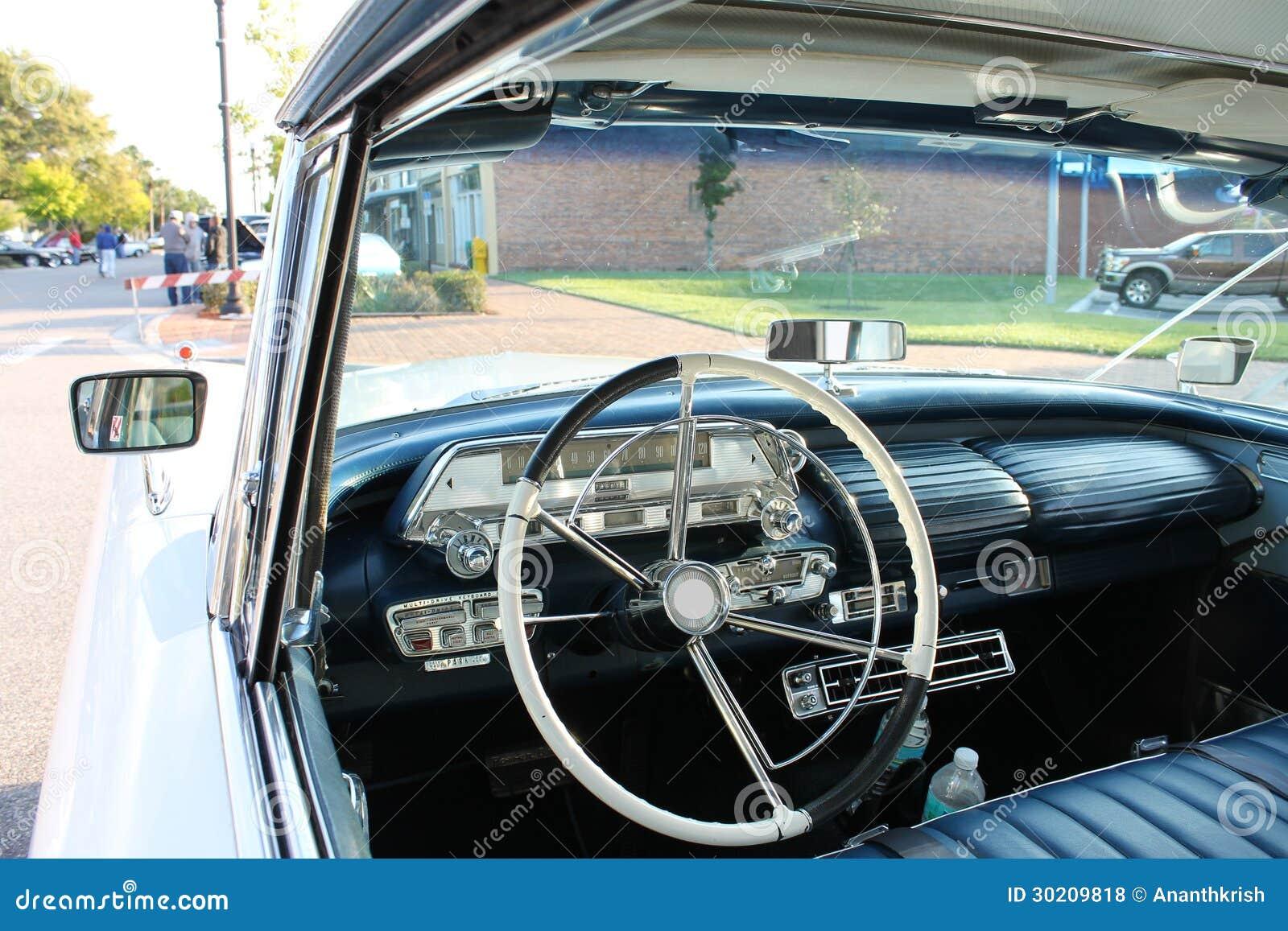 regard int rieur de vieille voiture de mercury photo stock image du valeur route 30209818. Black Bedroom Furniture Sets. Home Design Ideas