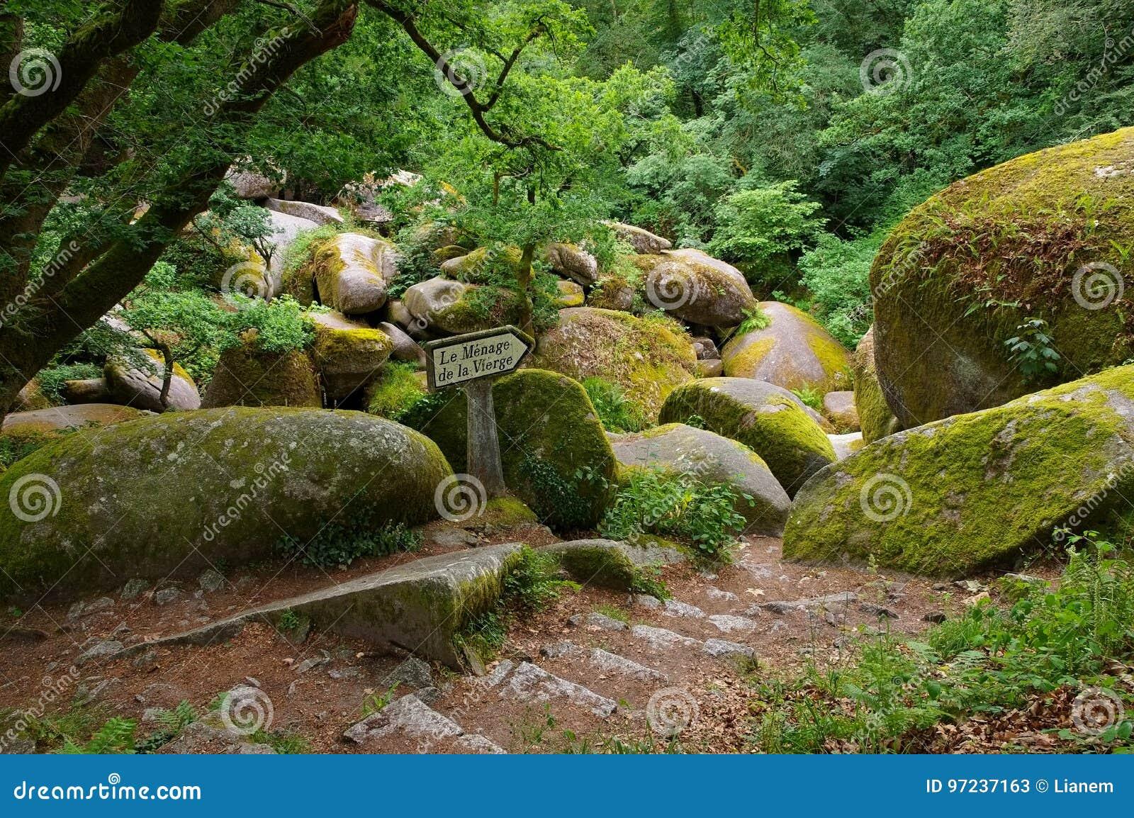 La Vierge de Le Menage de forêt de Huelgoat en Bretagne