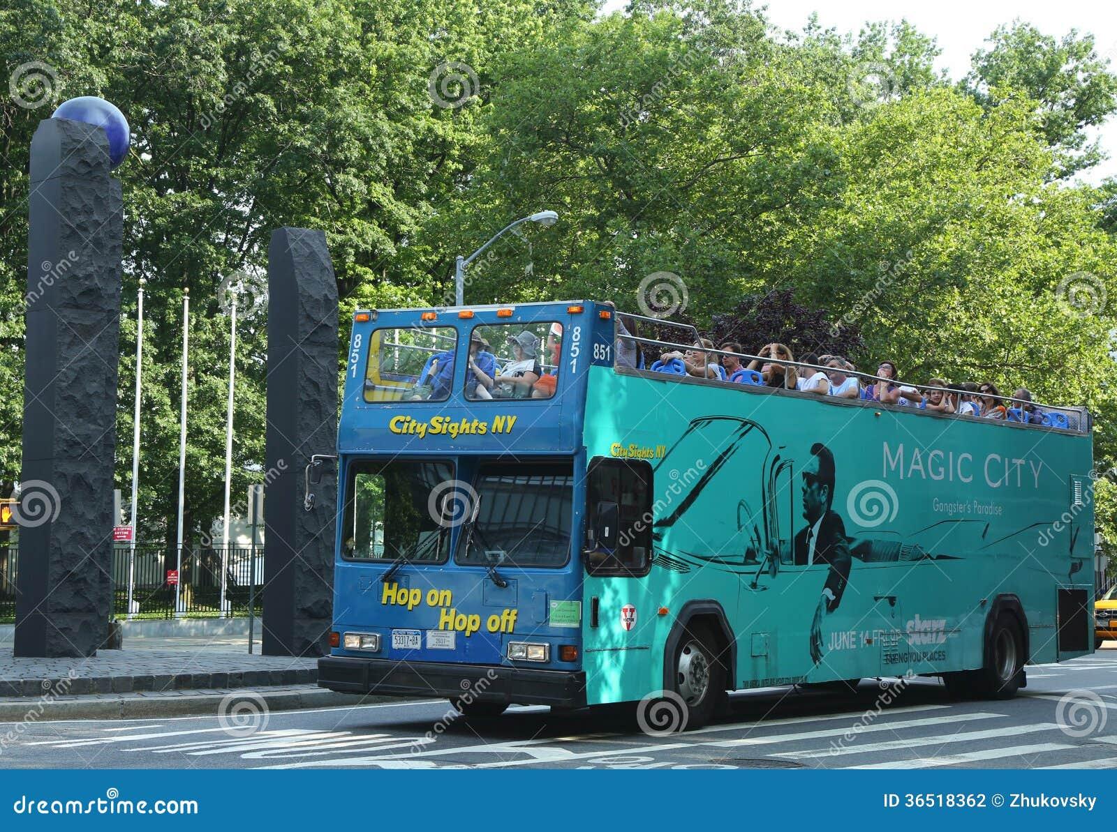 La ville aperçoit l houblon de NY sur l houblon outre de l autobus à Manhattan