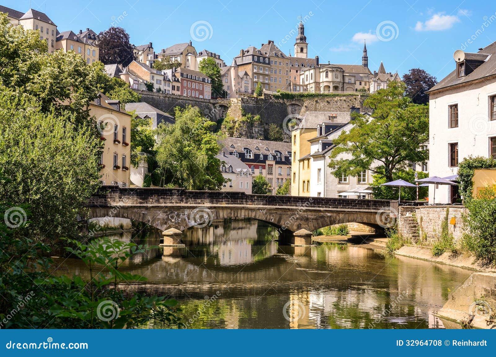 La ville du luxembourg grund pont au dessus de rivi re d for Piscine jardin du luxembourg
