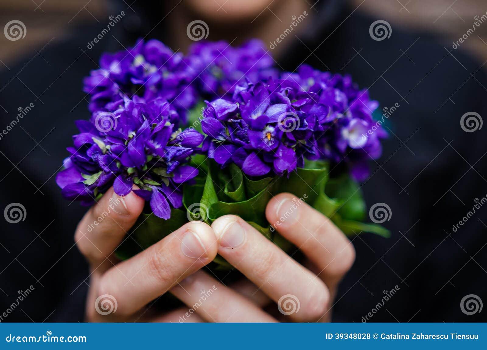 Anniversaire Ajonc La-violette-fleurit-le-bouquet-39348028