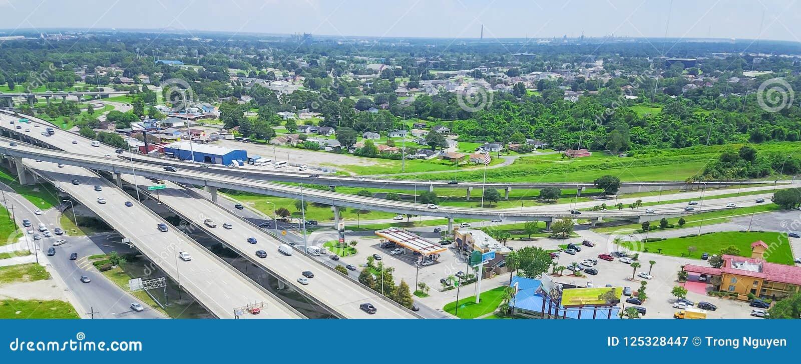 La visión superior panorámica elevó la carretera 90 y la autopista i de Westbank