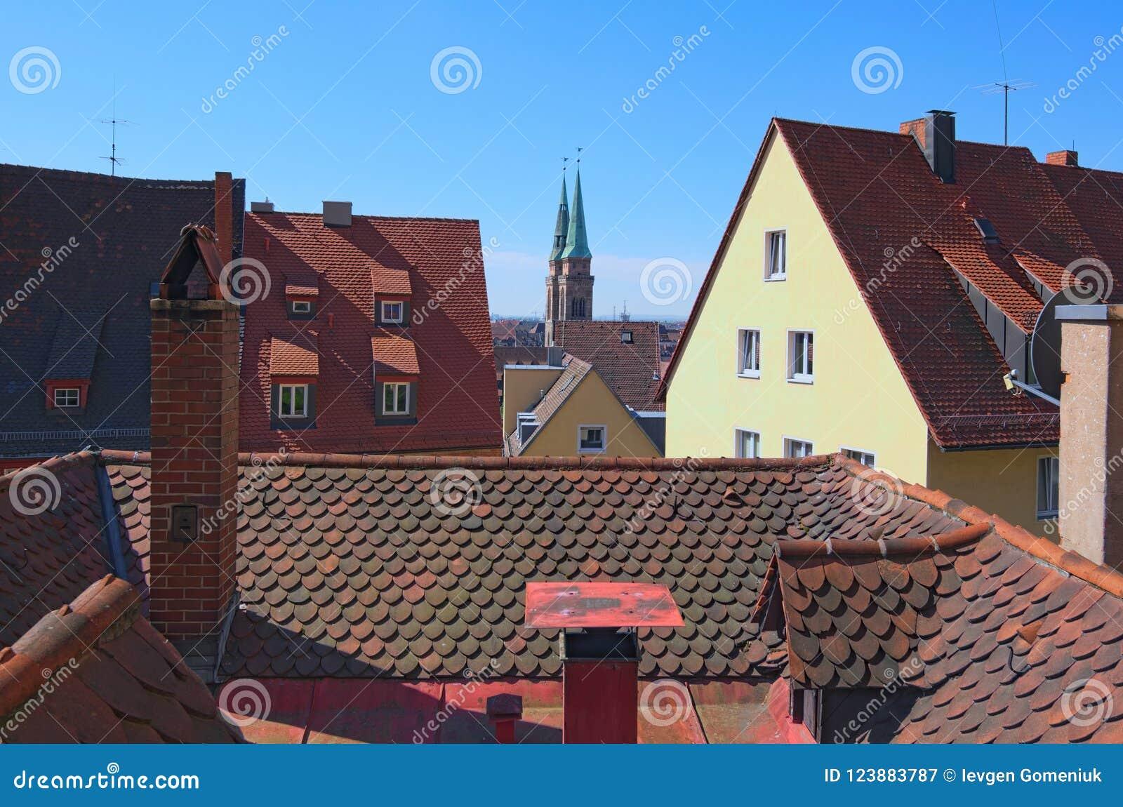 La vista aérea de Nurnberg dominó por Sankt Sebaldus Kirche Nurnberg, Franconia medio, Baviera, Alemania