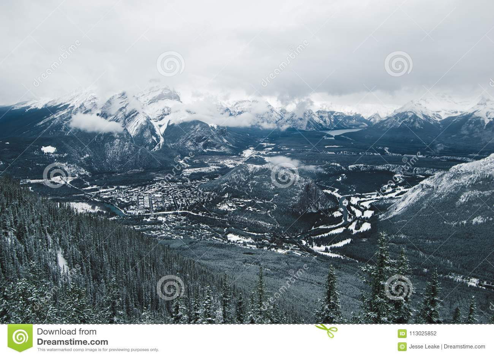 La vista de Banff de la montaña del azufre