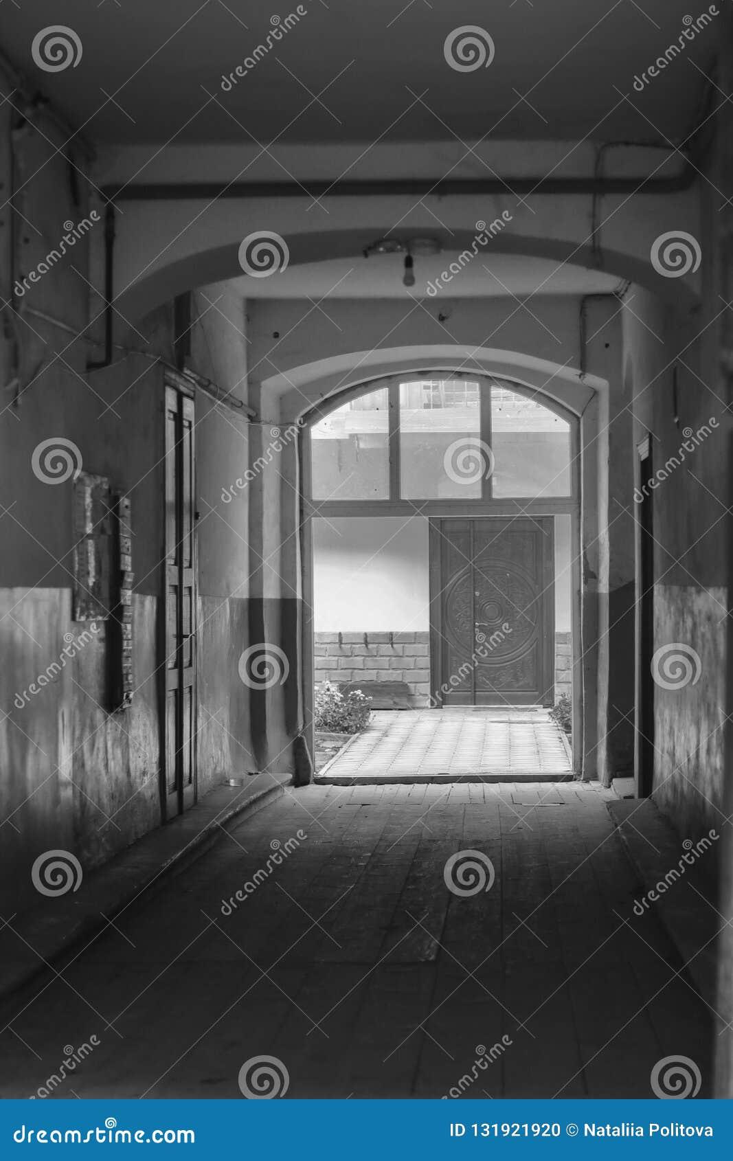 La vista de la pequeña calle llamó a passage del credito en español, paso del crédito en inglés, cuarto gótico del barri, viejo