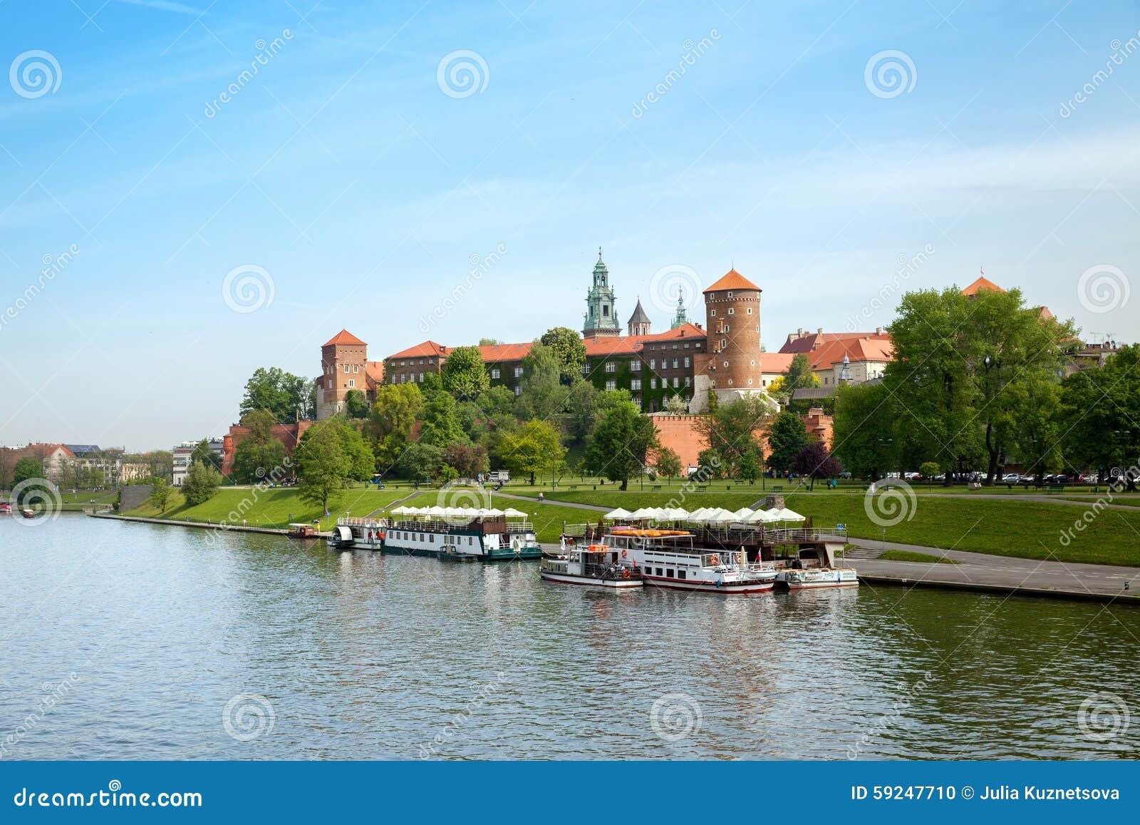 La vista del castillo de Wawel del río Vistula