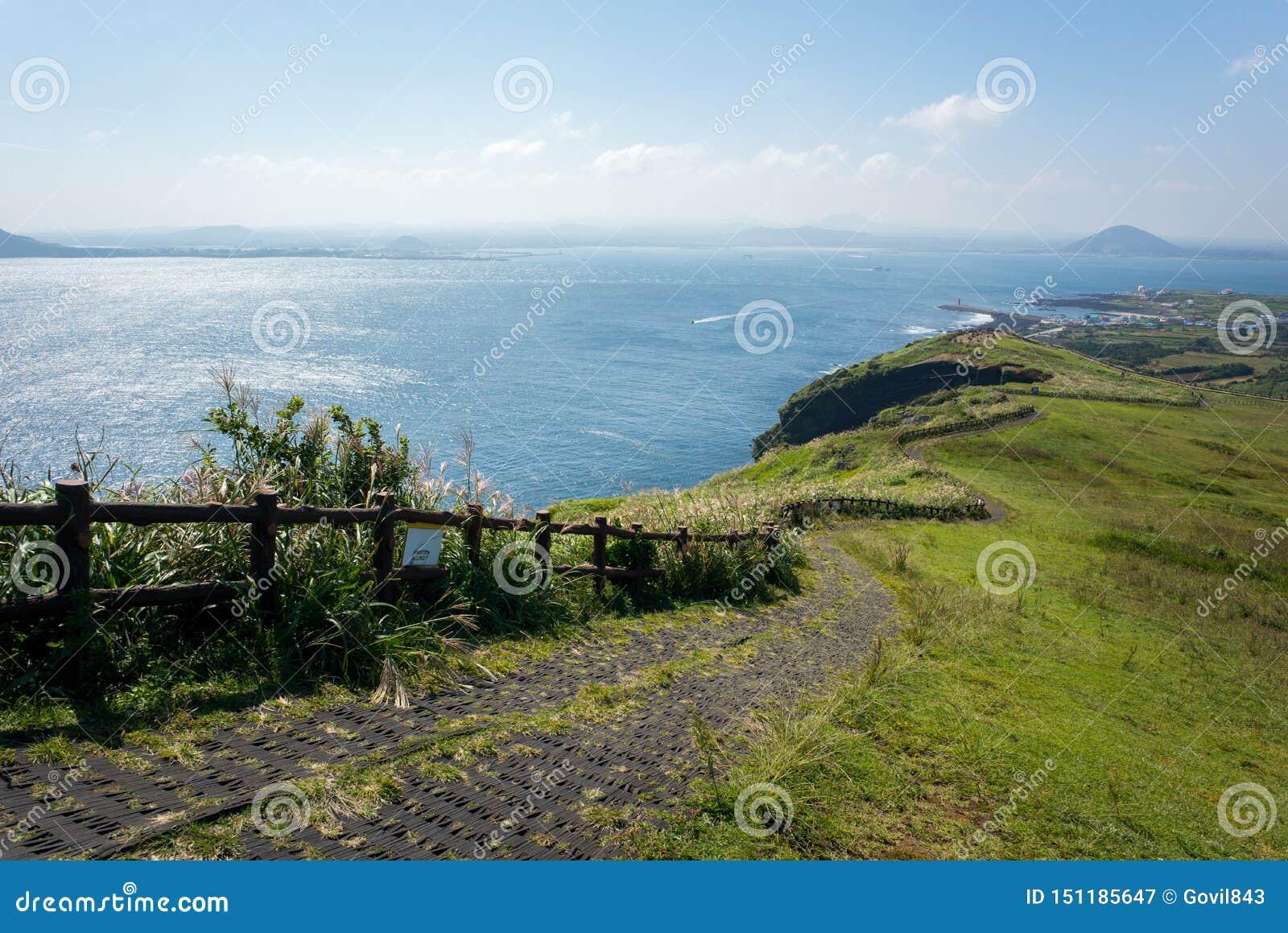 La vista del paesaggio dal picco di Udo-bong