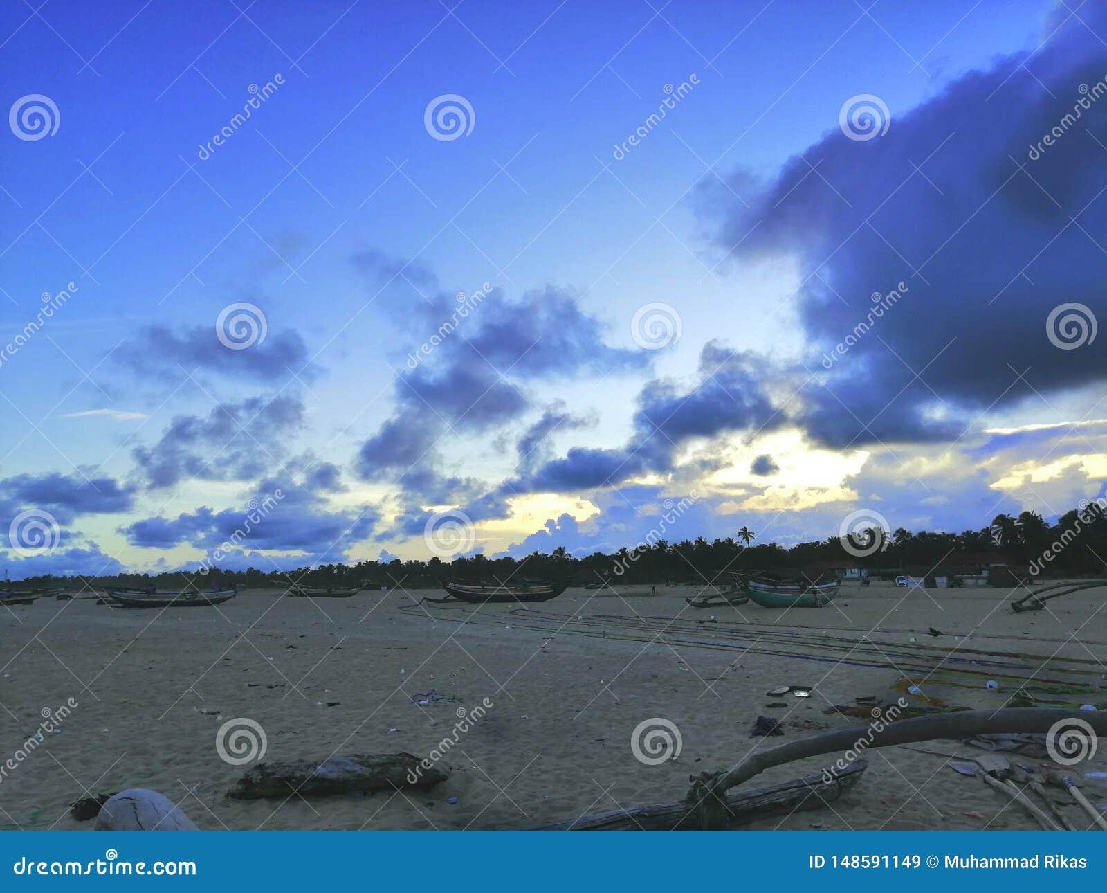 La vista del paesaggio della spiaggia