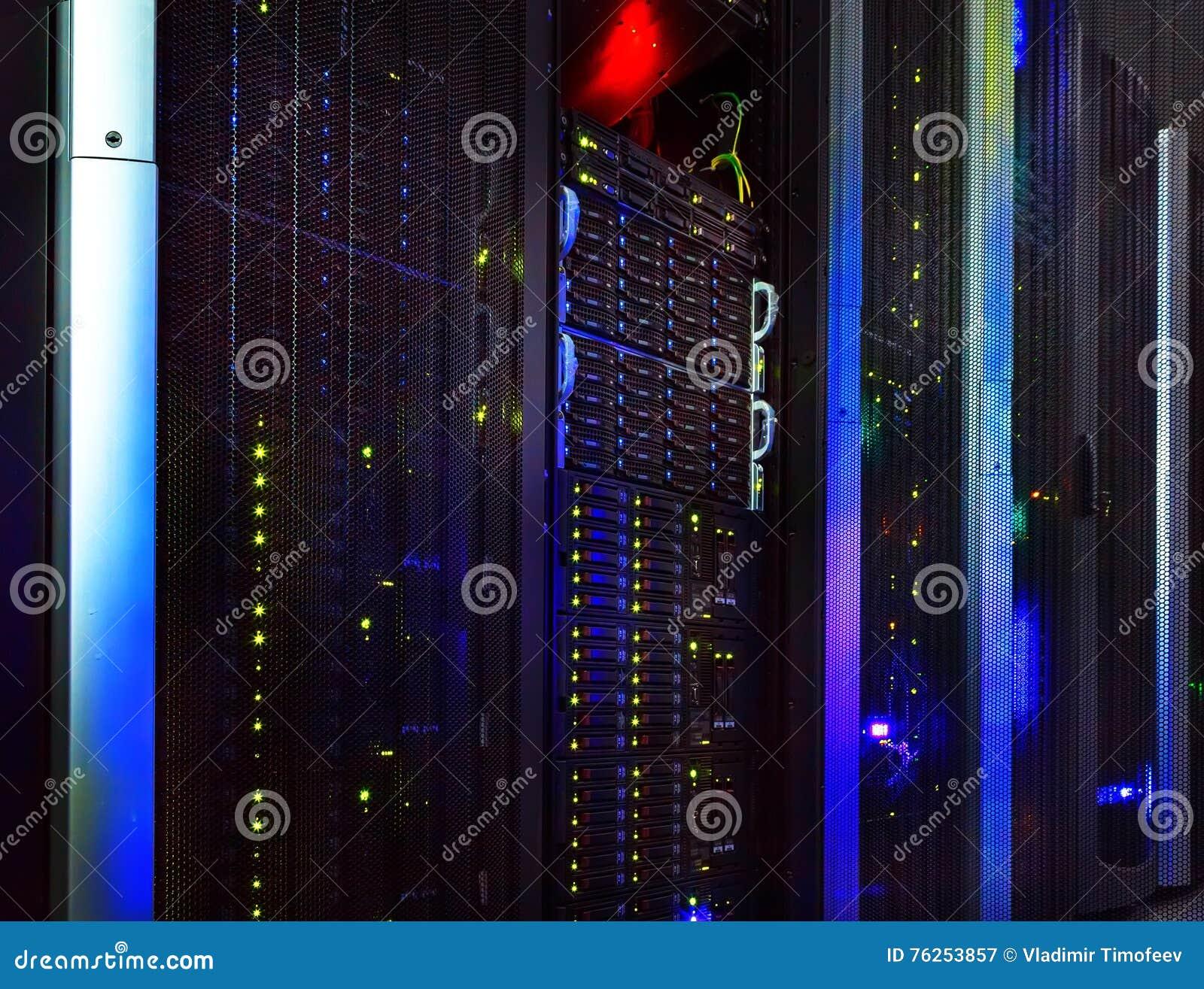 La vista fantastica dell elaboratore centrale nel centro dati rema