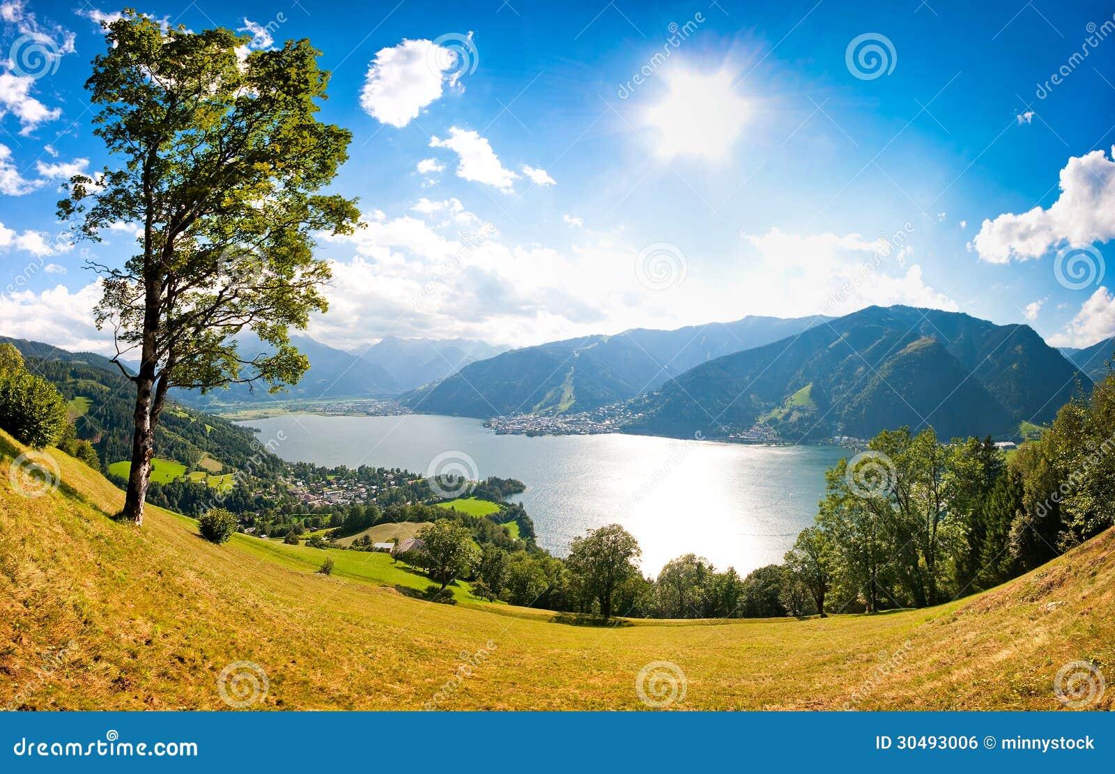 La vista panorámica de la ciudad de Zell considera, Austria