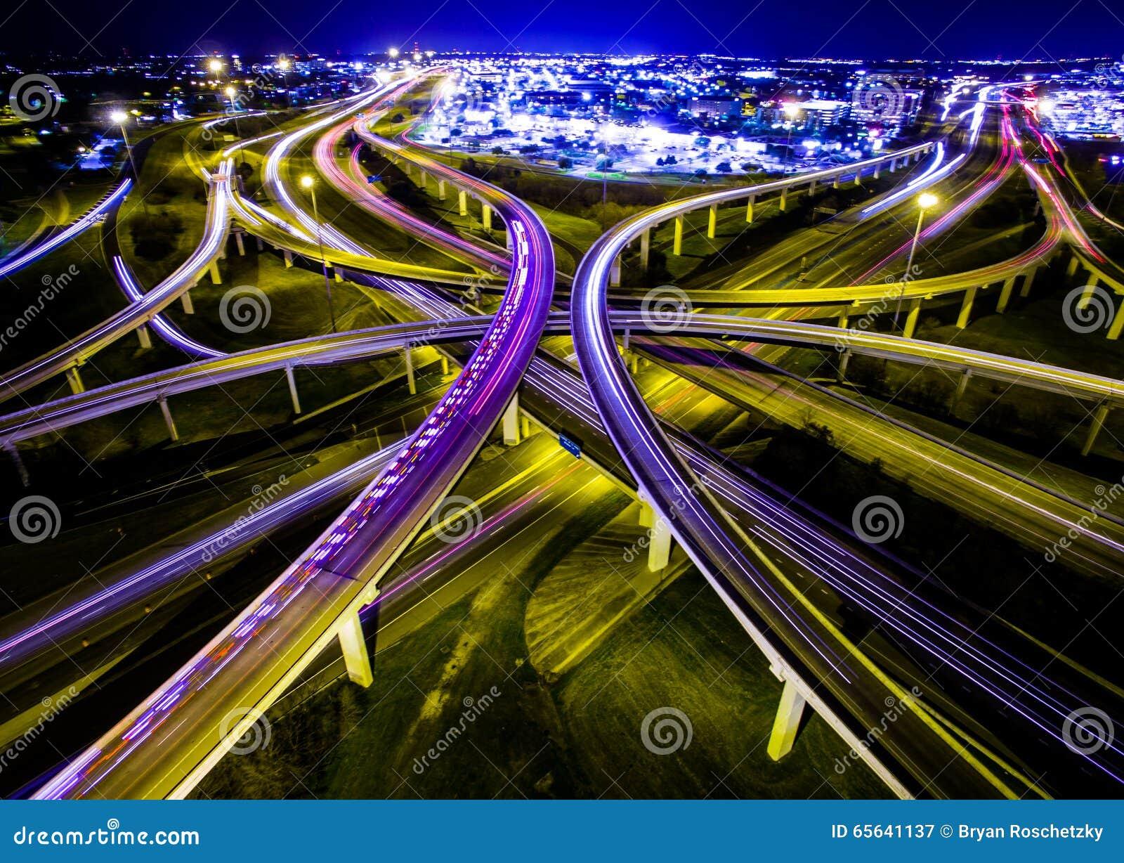 La vitesse de la lumière des vies d économie d ambulance des routes fait une boucle l échange Austin Traffic Transportation Highw