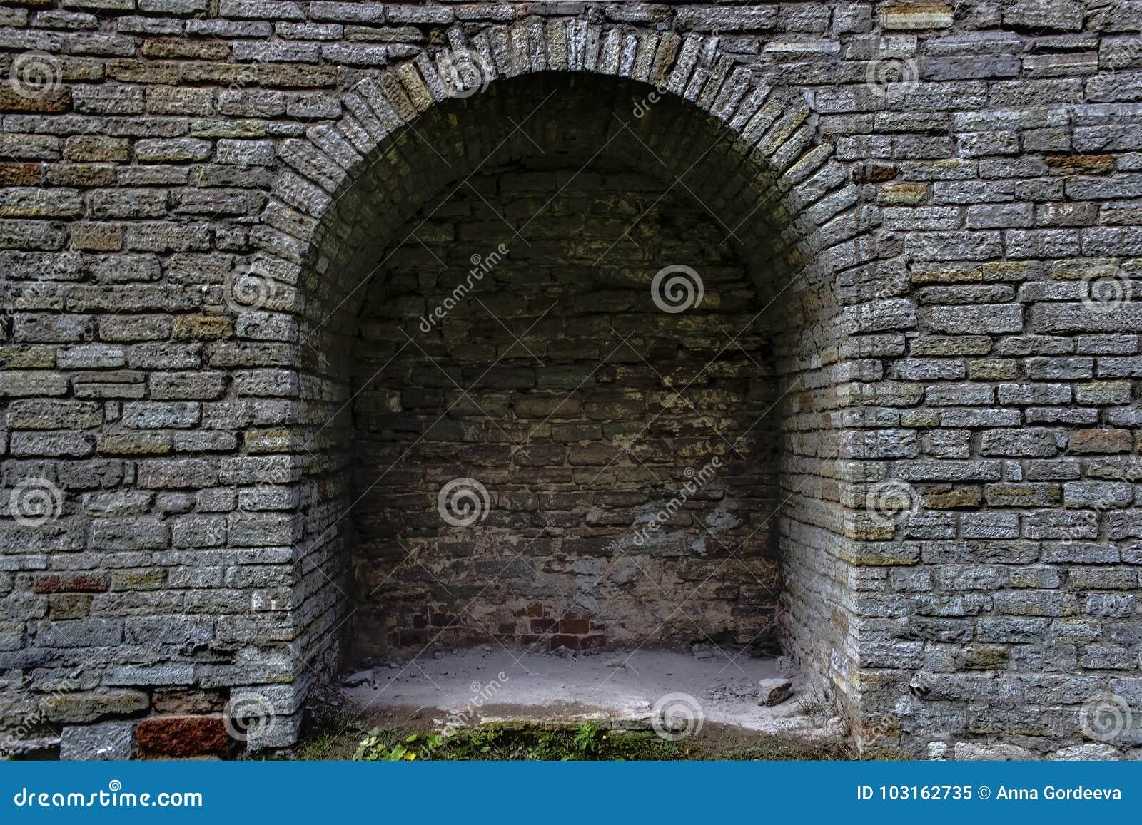 La voûte en pierre d antiquité de brique est une fenêtre L Europe du Nord, le château Mur de forteresse fait de briques grises