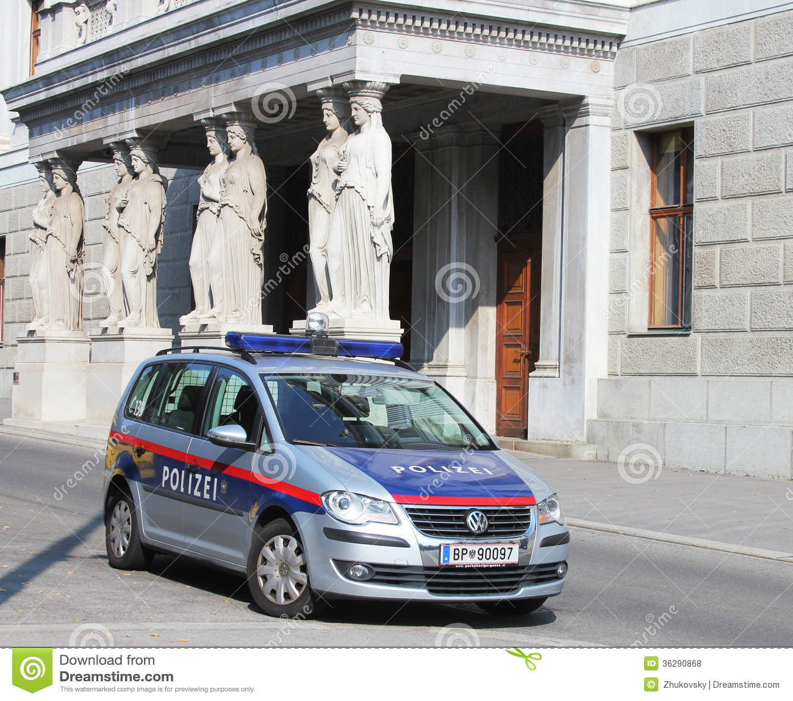la voiture de police f d rale autrichienne c t du b timent autrichien du parlement vienne. Black Bedroom Furniture Sets. Home Design Ideas