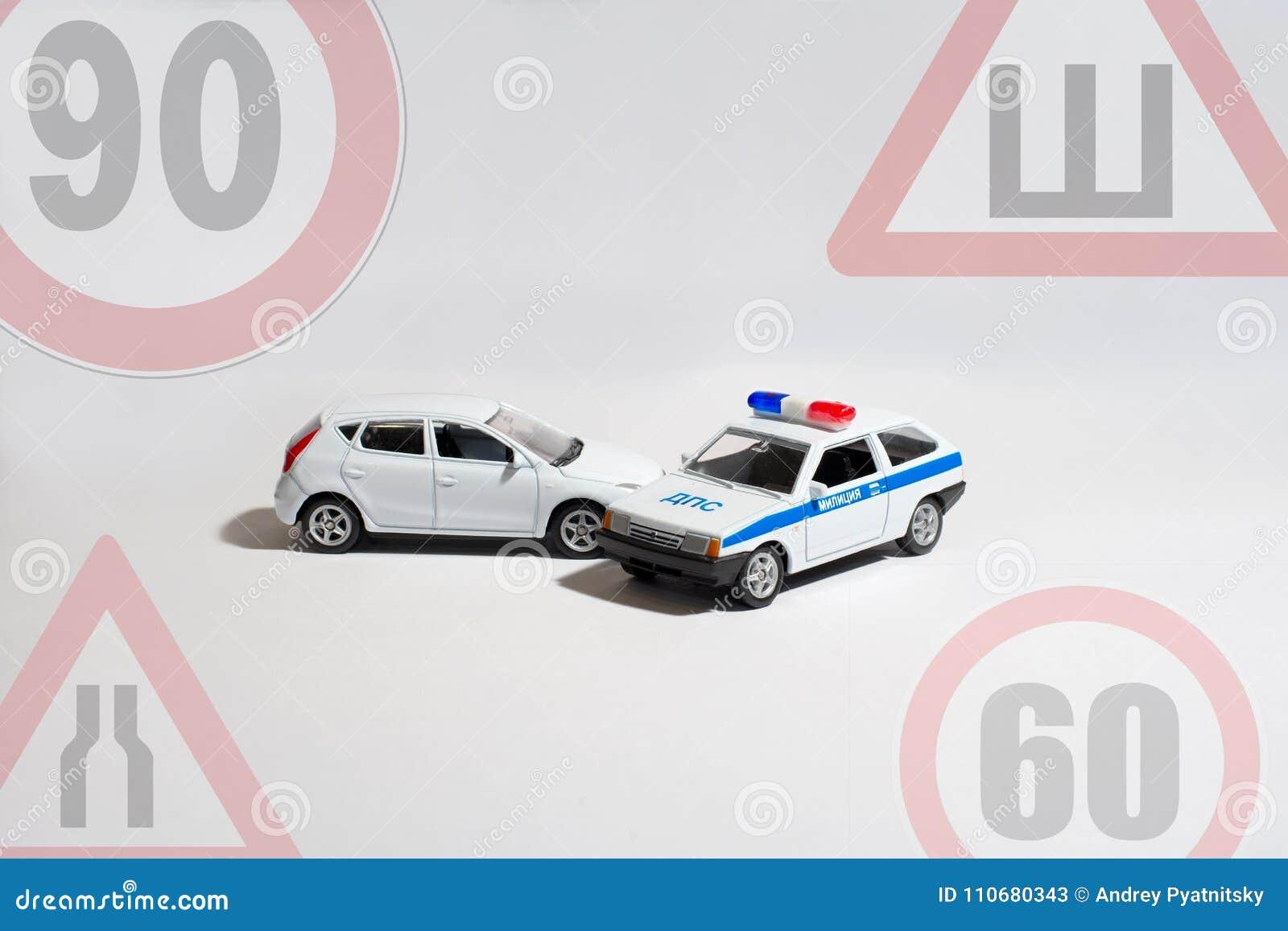 la voiture et la voiture de police sur un fond blanc avec les signes des restrictions image. Black Bedroom Furniture Sets. Home Design Ideas
