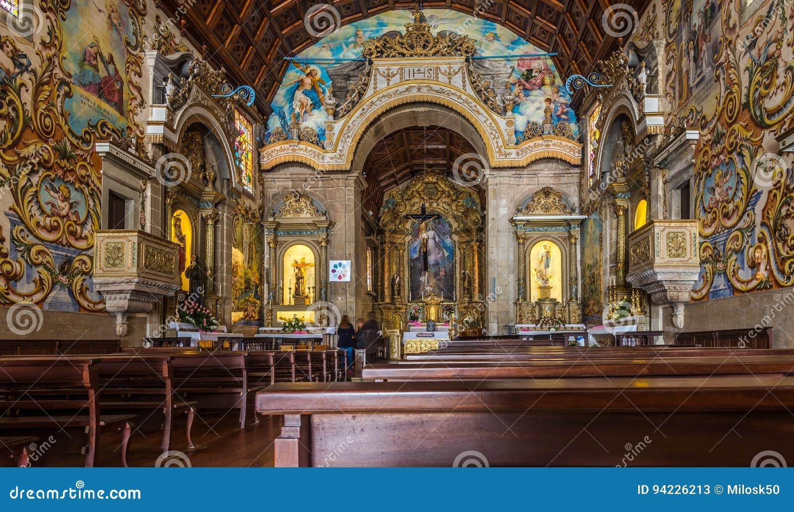 La Vue à L\'intérieur A Peint La Décoration De L\'église Notre Madame ...