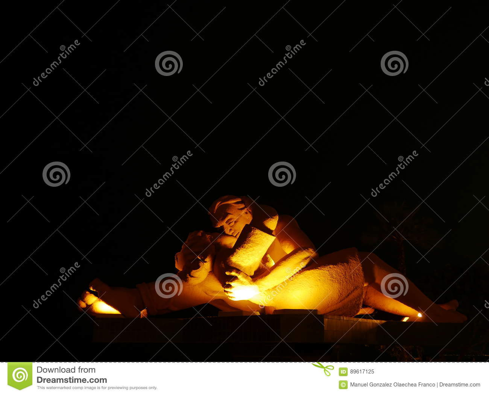 """La vue d éclairage de nuit d une statue a appelé le  de Kiss†d """"The, Lima"""