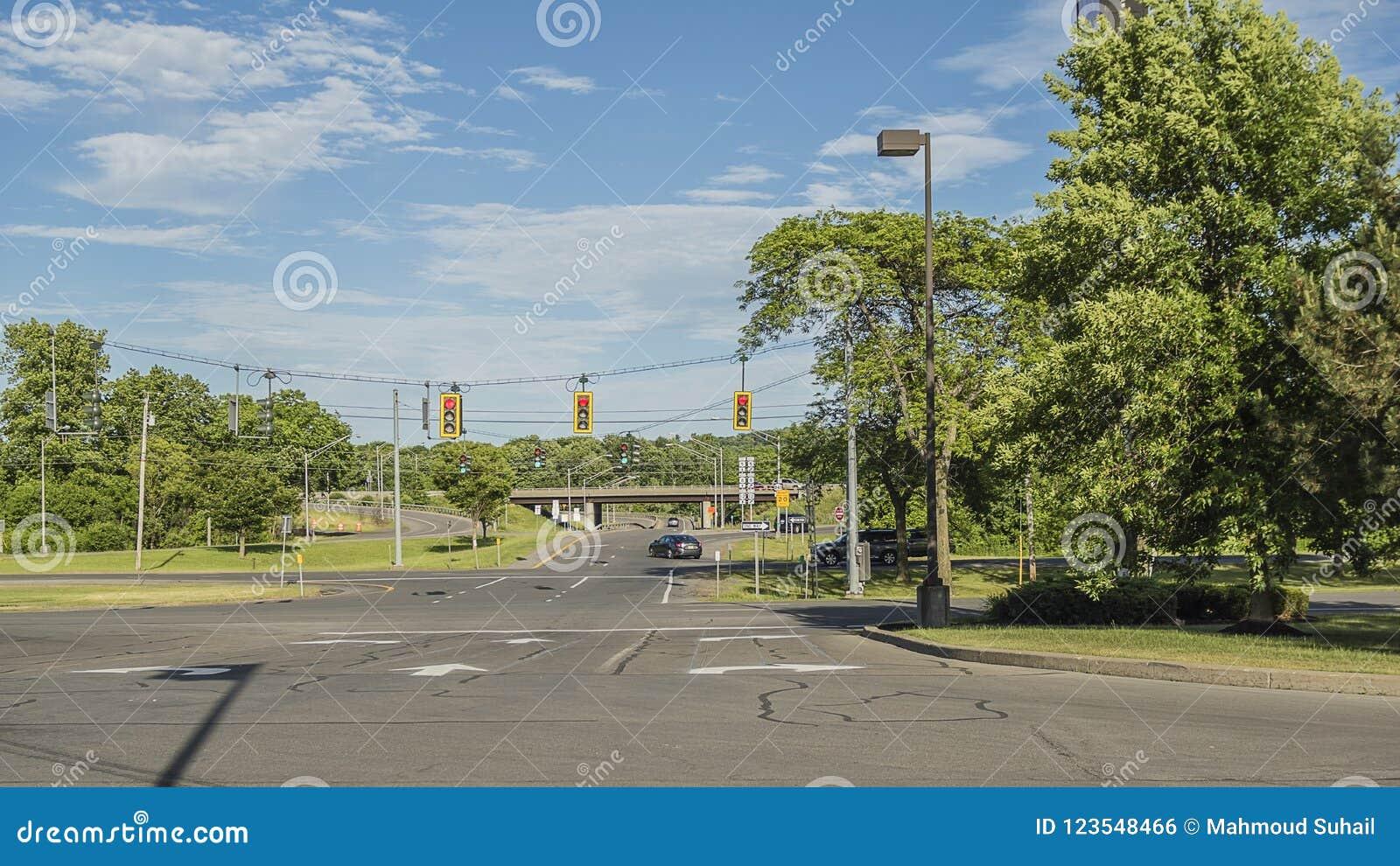 La vue d UTIet d AMorning a tiré de l intersection de rue à Utica, New York