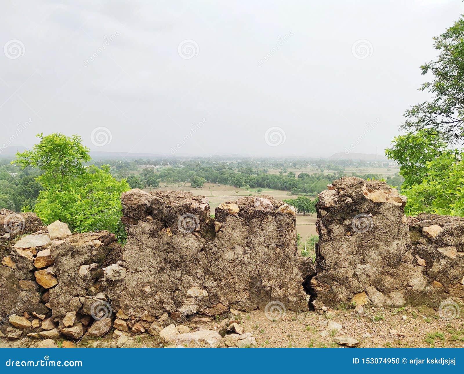 La vue de la belle nature en haut de la colline