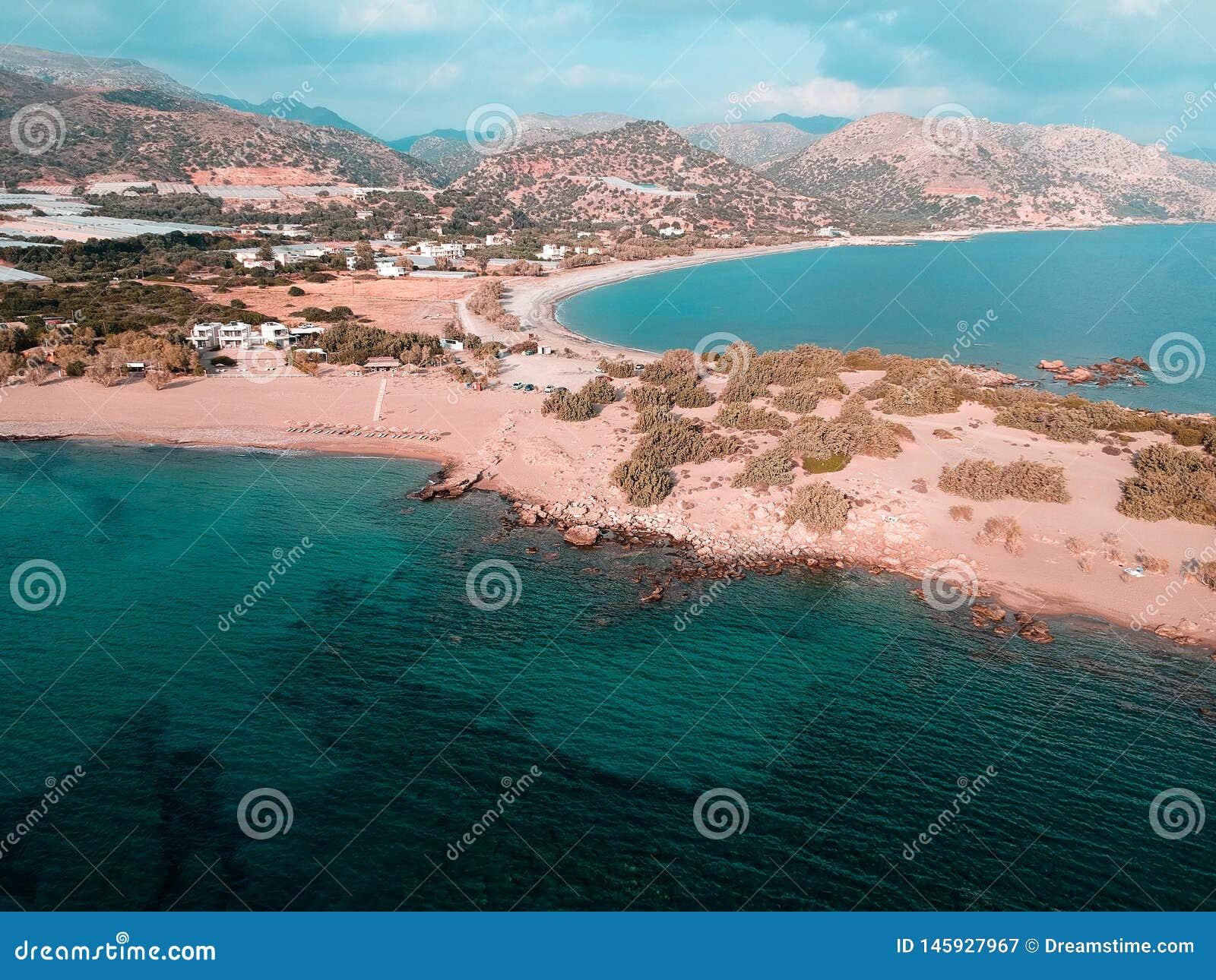 La vue de bourdon de la petite ville en Grèce a appelé le paleochora