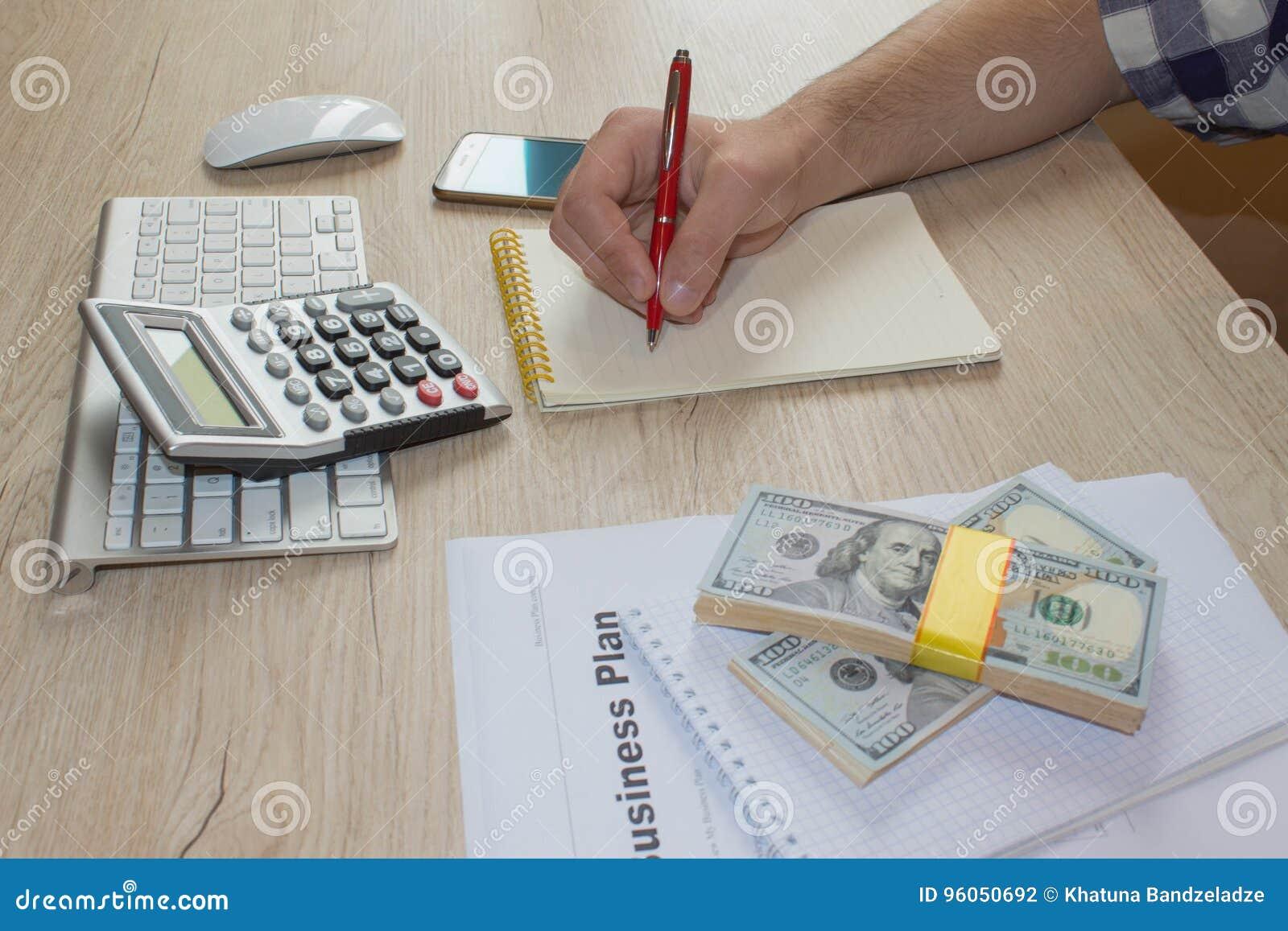 La vue du comptable ou de l inspecteur financier remet rédiger le rapport, calculer ou vérifier l équilibre Plan d action, calcul