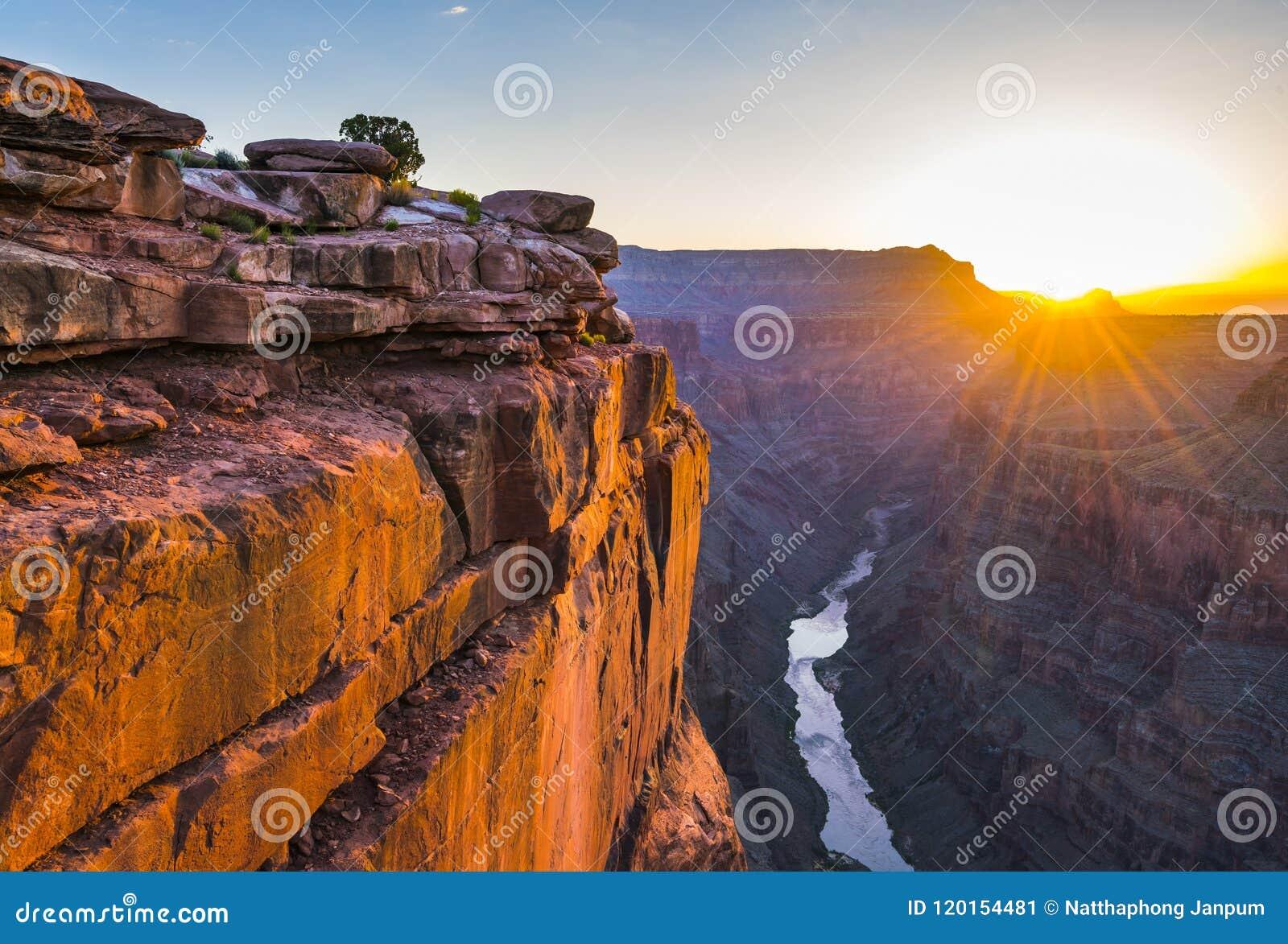 La vue scénique de Toroweap donnent sur au lever de soleil dans la jante du nord, grande
