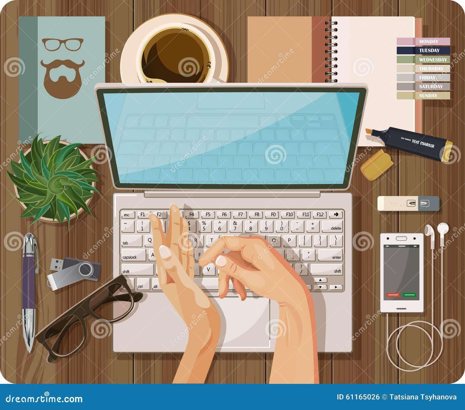 La vue supérieure avec la table texturisée, ordinateur, ordinateur portable, carnet, stylo, téléphone portable, casque, mains, fo