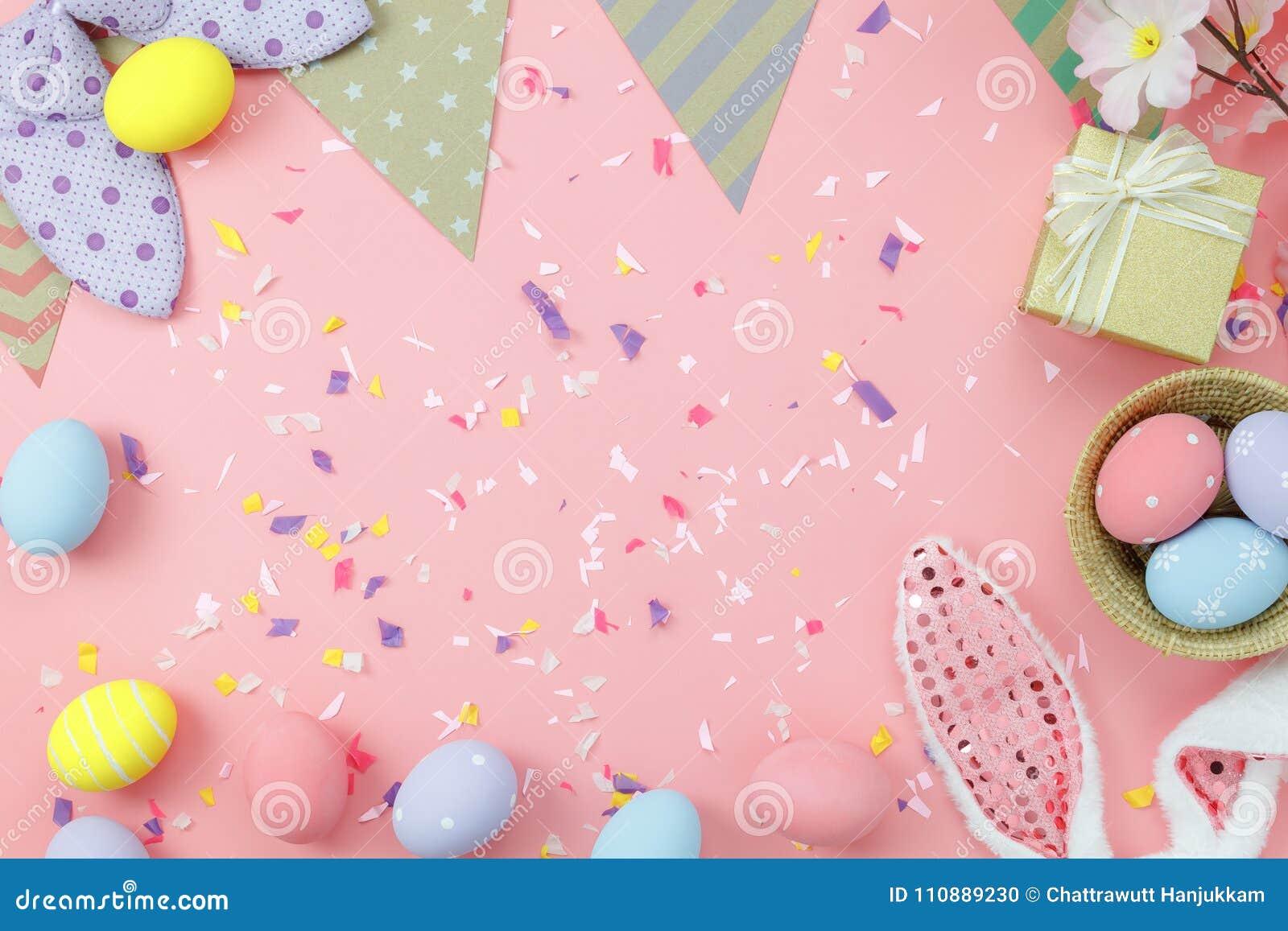 La vue supérieure de Tableau a tiré de la décoration Joyeuses Pâques de disposition