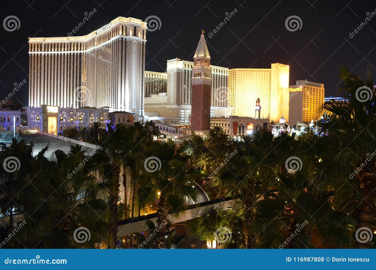 La zona veneciana, metropolitana, noche, metrópoli, señal