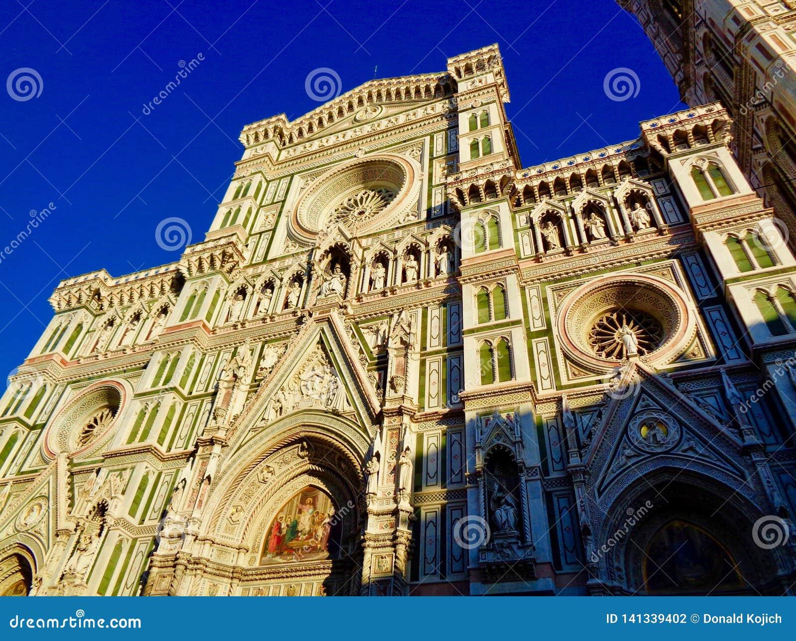 Laag-hoekmening van de voorgevel van Florence Cathedral
