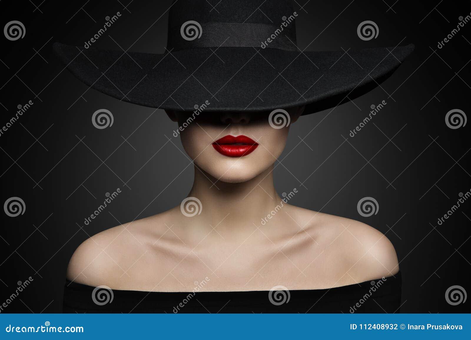 Labbra del cappello della donna e spalla, modello di moda elegante in black hat